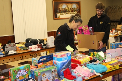 Volunteers deliver Christmas hampers and holiday cheer